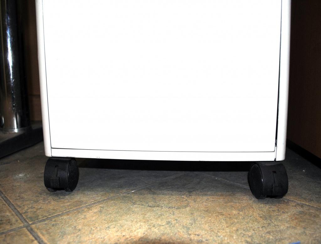 Chaster 750 легко передвигается по офису на колесиках